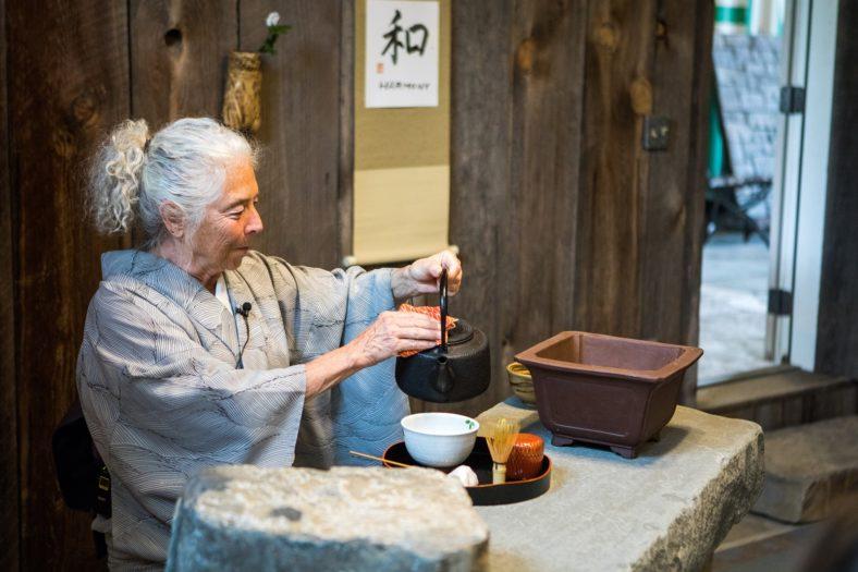 Jan Waldmann preparing tea